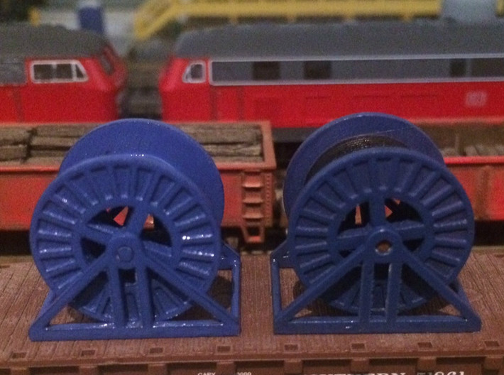 N Scale Steel Cable Reel (Full) 3d printed Steel cable reels in Frosted Ultra Detail, empty on the left and full on the right.