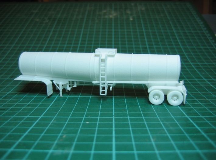 HO 1/87 Crude Oil Trailer, Brenner 210 3d printed The model in WSF material. The underneath pipework had printed very well.