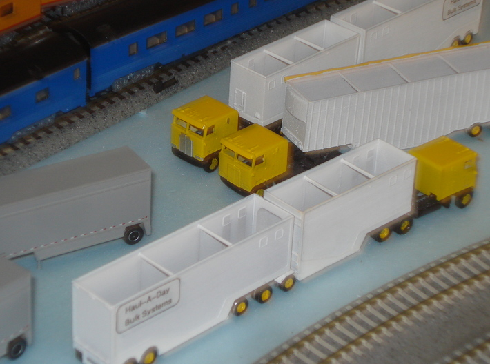 N scale 1/160 Woodchip B-train trailer 3d printed A customer sent me this photo of some painted & decalled models.
