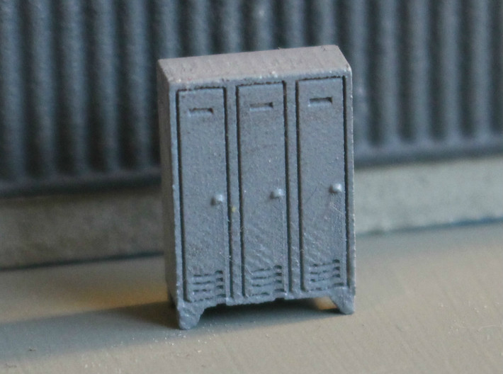 N Scale 5x Lockers 3d printed Painted model. Please note the picture is zoomed in and probably shows the model larger than it really is.
