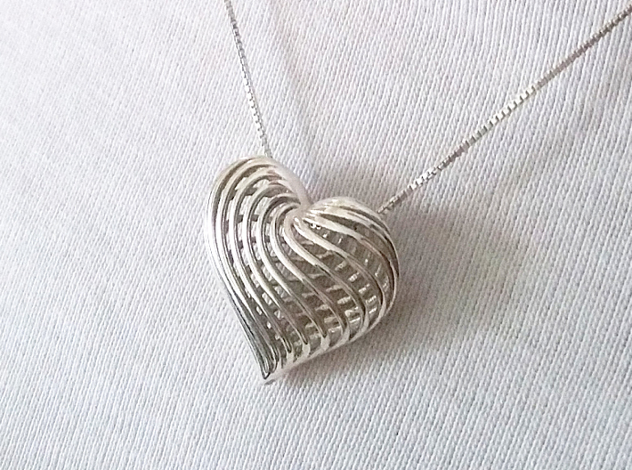 Twirling Heart Pendant 3d printed