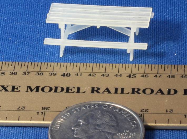 Pinic Tables HO Scale X9 3d printed