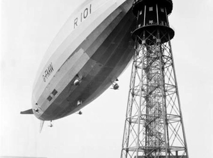 R101 1/1250th scale With Stand 3d printed R101 at the mast at Cardington