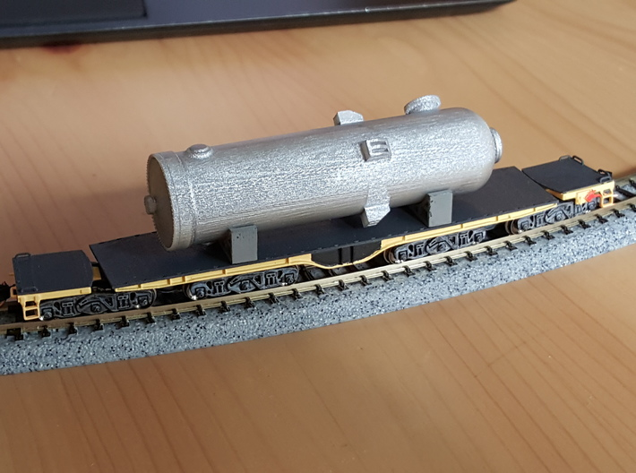 QTTX131600 Series 12-Axle Heavy Duty Flat Car 3d printed Painted, with a pressure vessel load (Pressure vessel load not included, but is available separately)