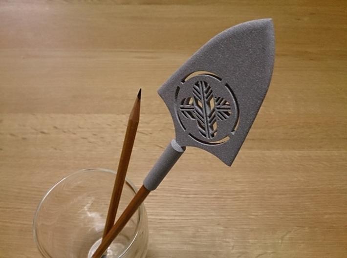 Arrowhead Pen Cap (with Japanese family crest) 3d printed Arrowhead Pen Cap (with Japanese family crest)?(Alumide)
