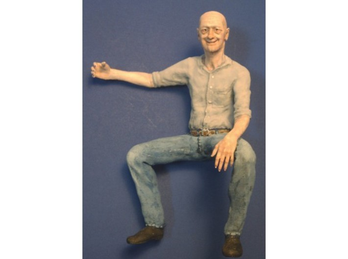 Bald Guy sitting SE scale 3d printed