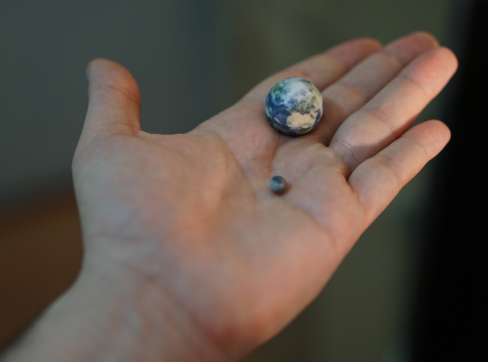 Tiny Earth & Moon to scale 3d printed