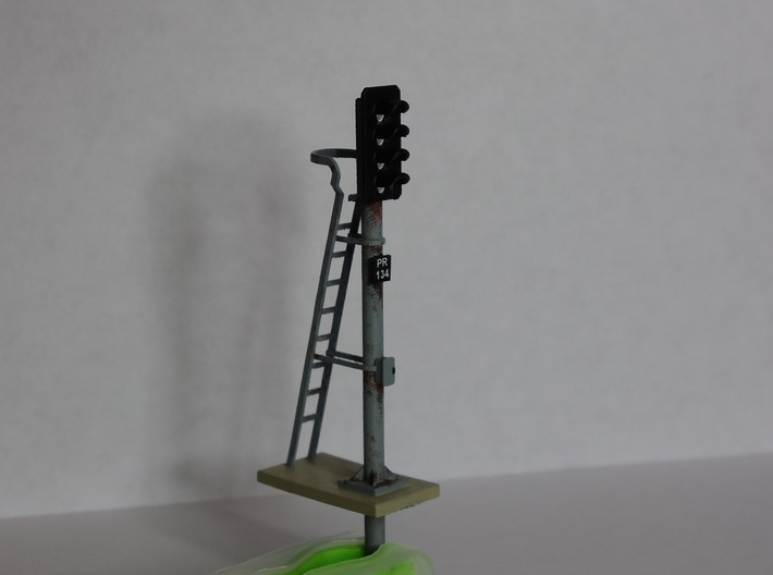 Pair of OO scale 4 Aspect Signals With Pole 1:76 3d printed Model finished and painted