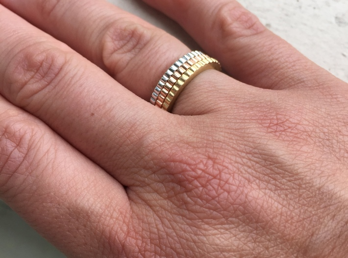 Ingranaggi Ring - XS, S, M, L, XL 3d printed Only for Photo purposes 3 rings are shown:3 Gold, Rose, Rhodium Plated