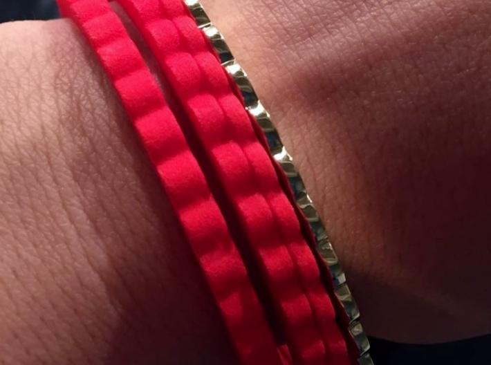 Ingranaggi Bangle - 2mm Thick 3d printed Polished Brass and Strong & Flexible Red Plastic