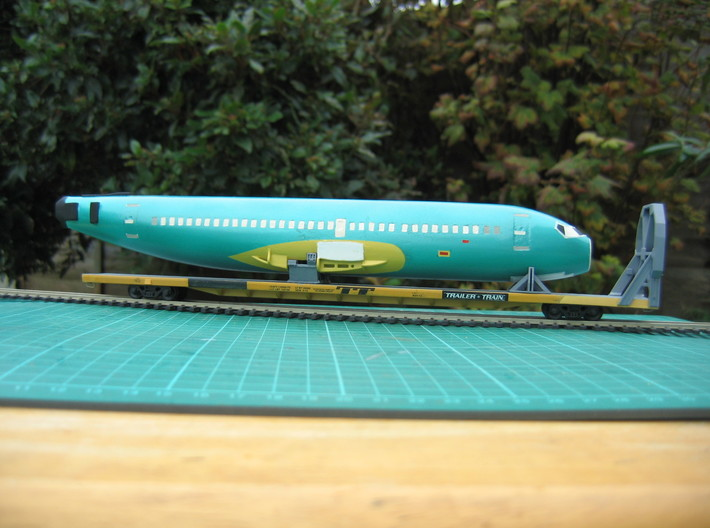 HO 1/87 Boeing 737-400 Fuselage 3d printed Another view of the painted Fuselage. Note, the car/cradles are not included.
