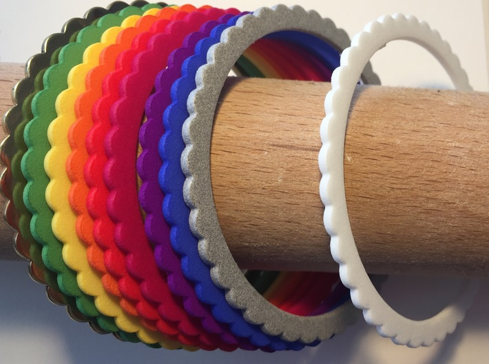 Ingranaggi Bangle - 2mm Thick 3d printed Multiple colours shown