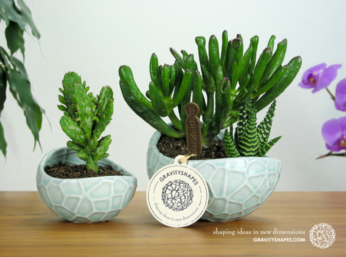 Porcelain Plant-pot in Water-Look (size small) 3d printed Porcelain Plant-pot in Water-Look (size small and XL - Gloss Celadon Green)