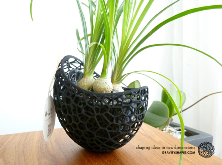 A burgeoning capsule Planter with large Pot 3d printed Picture shows the 2-part version (black Plastic/PLA). But the shape is the same.