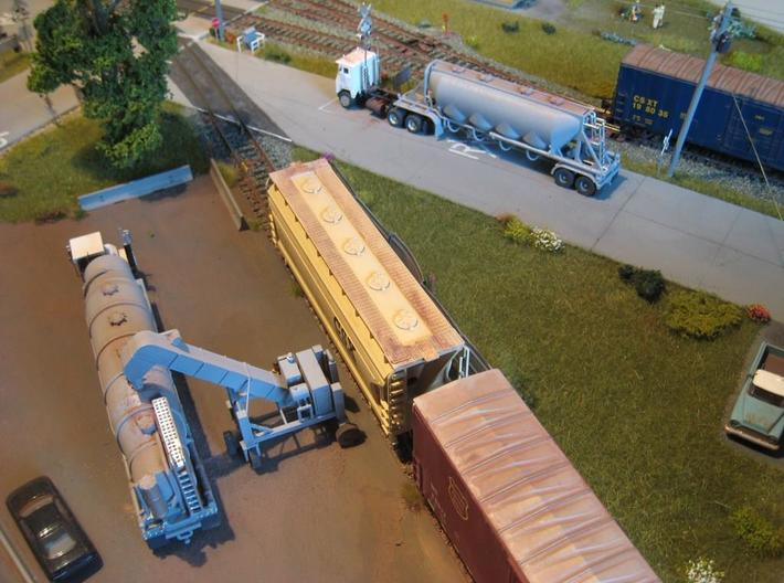HO 1/87 Dry Bulk Trailer 18, J&L/Heil 1636 3d printed My 1636 dry bulk trailer on a friends layout at the RR crossing. Note my conveyer/unloader & 1625V trailer in the yard.