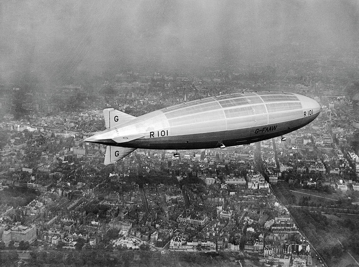 R101 with Interior Detail 3d printed R101 on her first test flight over London