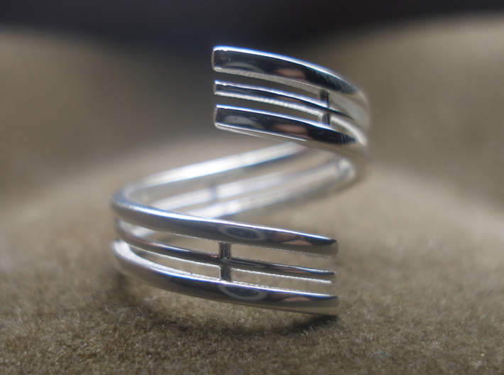 Bar And Center Wire Ring Size 10 3d printed Photo of the ring from the top, printed in sterling silver.