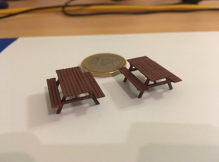 Picnic Table H0 scale (1/87) 3d printed Frosted Ultra Detail on the left and Frosted Extreme Detail on the right