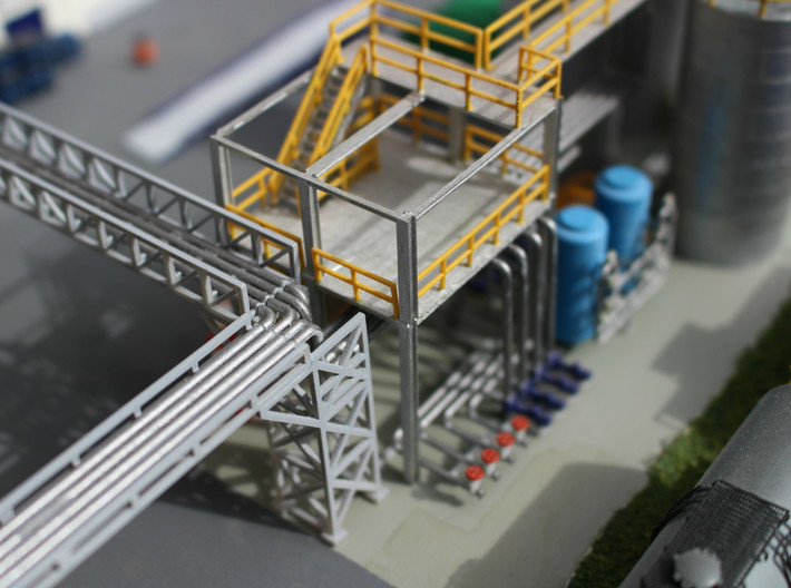 N Scale Chemical Storage Installation Pt 1/2 3d printed Pipe-bridge end. Pipe bridges sold separately. This model contains the two-way connecting tower  for the pipe bridges
