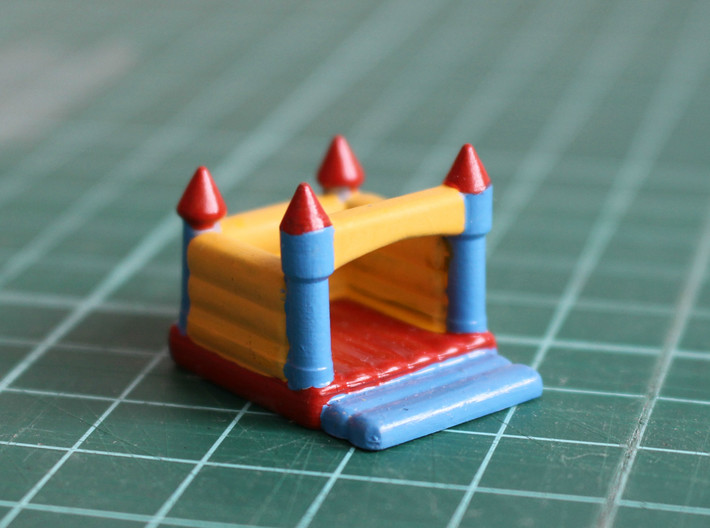 N Scale Bouncing Castle 3d printed Painted castle in Frosted Ultra Detail