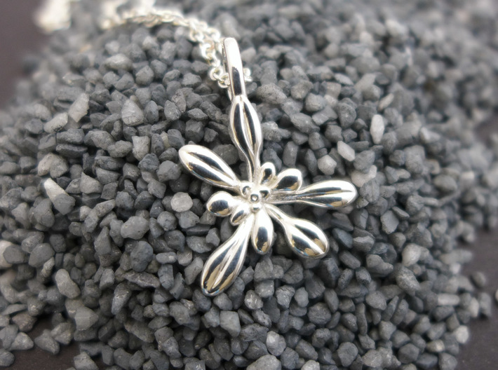 Small Arabidopsis Rosette Pendant 3d printed Small Arabidopsis Rosette Pendant in polished silver
