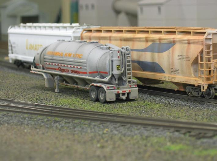 HO 1/87 Dry Bulk Trailer 10b - Heil 1625V Superflo 3d printed Posed on a friends layout.