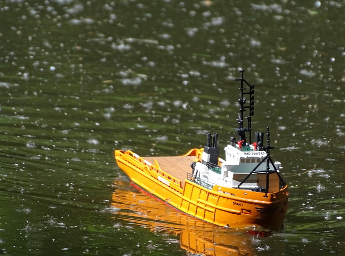 AHTS Granit, Hull (1:200, RC) 3d printed model out on the lake