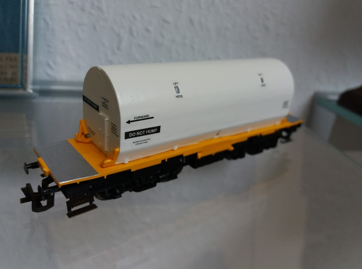 N scale 1/160 NASA SRB Flatcar Cover (1-piece) 3d printed A customers model. Although not fitted to the correct car, it shows the painted Cover, complete with decals (which I can supply).