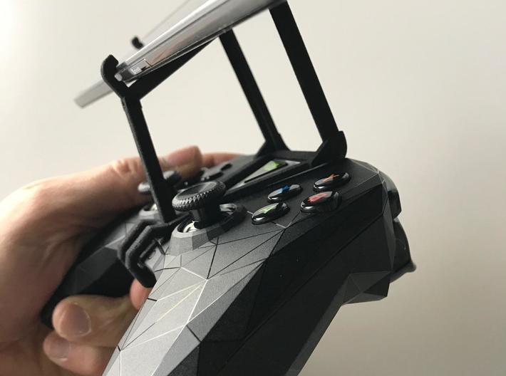NVIDIA SHIELD 2017 controller & Oppo F3 - Over the 3d printed SHIELD 2017 - Over the top - side view