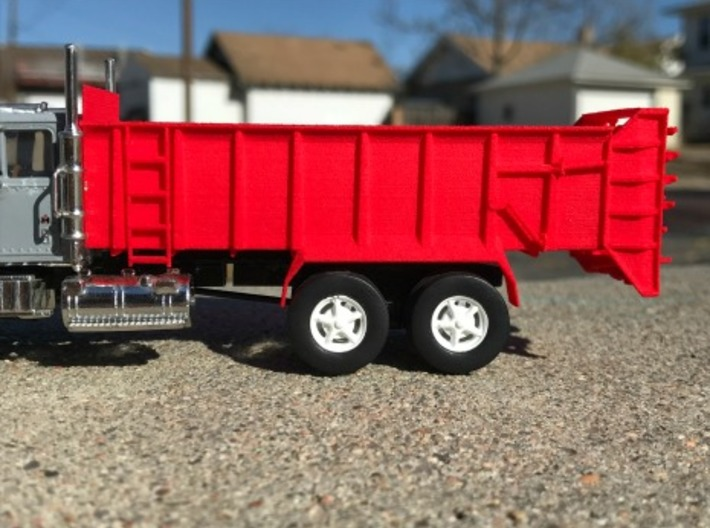1/64 Scale Vertical Beater Manure Spreader Box 3d printed
