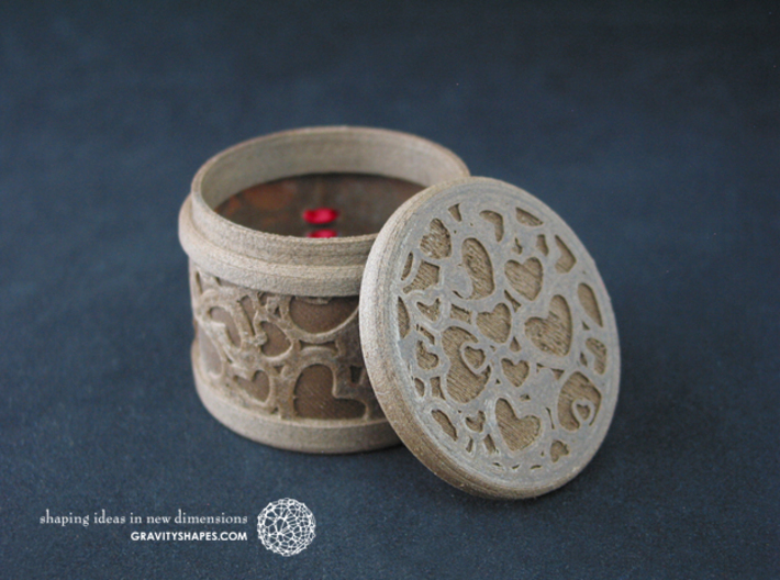 Gift Box round No. 1 with Hearts (solid, short) 3d printed The photo shows an own print (FDM print) made of brown wood incl. decorative lacing.