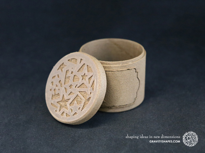 Gift Box small with Stars & Label No. 2 (solid) 3d printed The photo shows an own print (FDM print) made of brown wood.