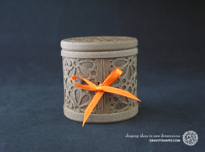 Gift Box round No. 1 with Mosaik-3 (solid, high) 3d printed The photo shows an own print (FDM print) made of brown wood incl. decorative lacing.