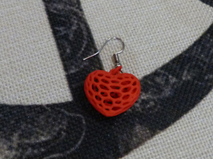 Voronoi heart with 3 interlocked small hearts 3d printed