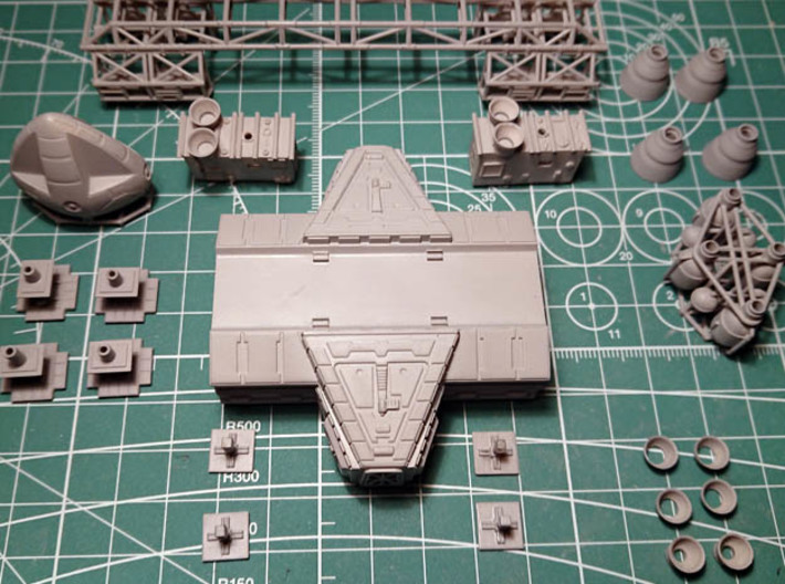 SPACE 2999 TRANSPORTER 1/144 3d printed The kit with the extra Lab Pod, sold apart.