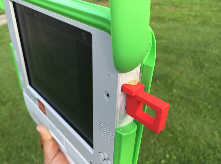 OLPC XO-4 Optical Viewfinder for USB port 3d printed Note soda straw used as a shim in the USB port.