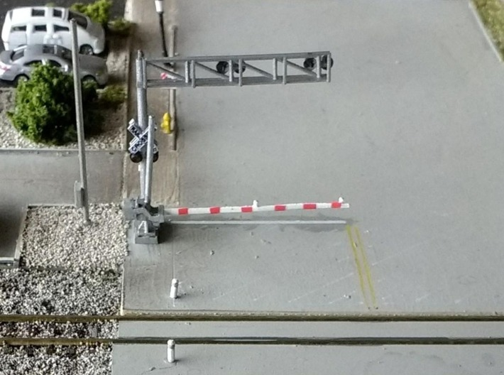 N Scale Crossing Gates 2 Lanes 2x2 3d printed Painted set seen from the rear, thanks for the picture Dave!