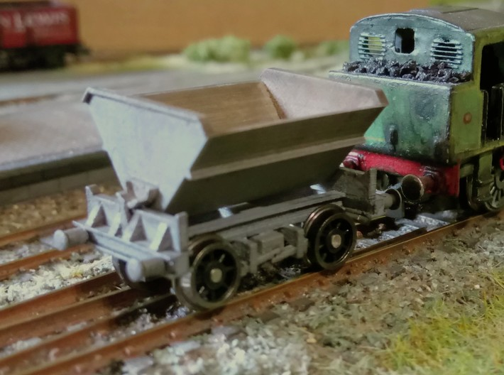 2x N Gauge Hudson Tipping Wagons 3d printed Finished wagon on Farish wheelsets (axle tips filed off).