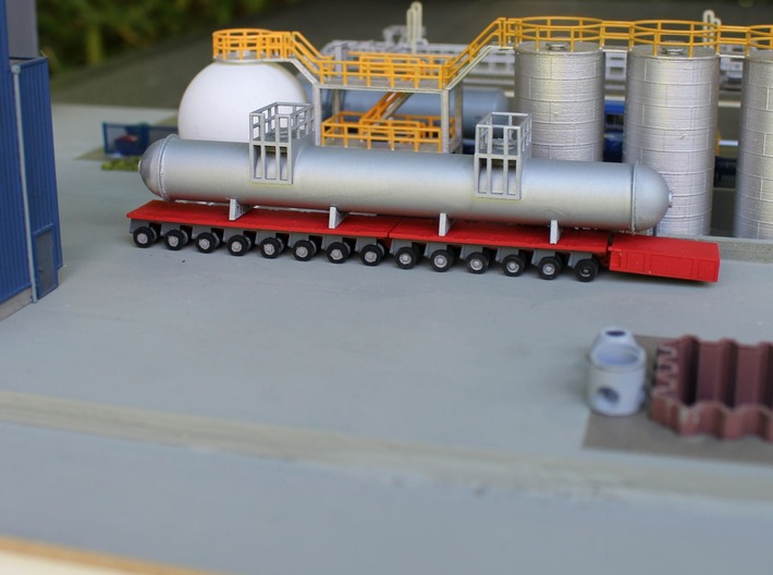 N Scale SPMT 2x4 + PPU 3d printed An SPMT with 14 axle lines at the chemical plant