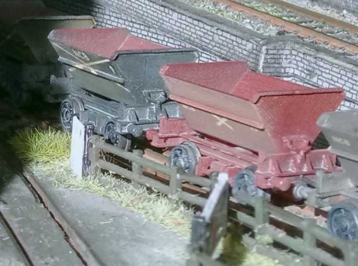 2x N Gauge Hudson Tipping Wagons 3d printed Finished wagon on Farish wheelsets (axle tips filed off)