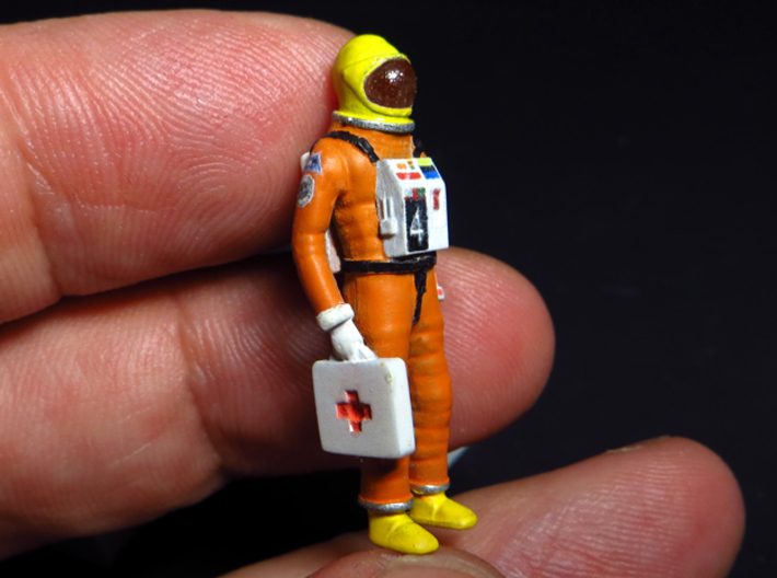 SPACE 2999 1/48 ASTRONAUT TWO SET 3d printed Astronaut with paint job.