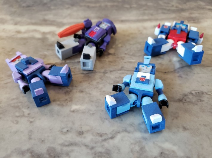 Heads for Aerialbot Kreons (Set 2 of 2) 3d printed Example of how armor goes on