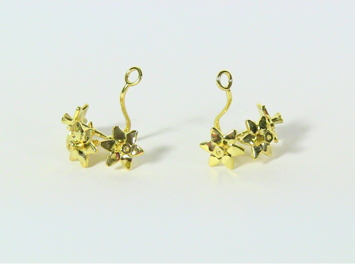 Daffodil earring with three small flowers 3d printed