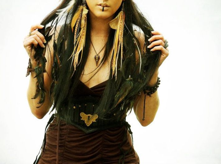 Raven Skull Necklace 3d printed Commercial shoot for Mohnstr http://www.facebook.com/Mohnstr Model: Danielle Mauh: Kristen Nash Photo/Edit: Tiffany Ireland Feather Hair Extensions/Antlers/Flower Hair Clip/Tail: Mohnstr Feather earrings by Dropping Form Designs Bracelets by Jungle Tribe