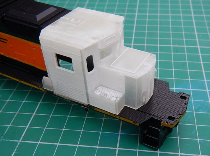 HO scale 1:87 CSX SD40-3 Wabtec Cab 3d printed Cab sat loosely on body.