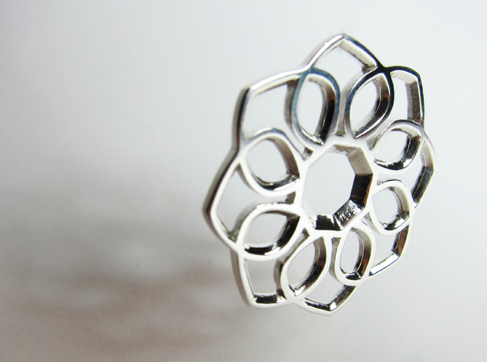 Small Flower Pendant 3d printed