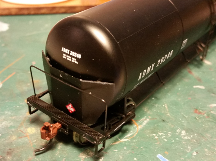 HO Scale Tank Car Shield for 2 Cars 3d printed Finished Brakewheel End