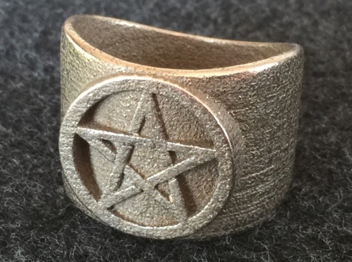 Pentacle Ring - large (choose size) 3d printed Thick pentacle ring in stainless steel. Note that all the rings in the steel family have this design, which is slightly different from the semi-precious family. This is due to Shapeways' 3D printing process for steel, which has different requirements than