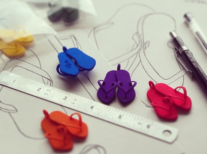 'Flip Flops' Strong and Flexible Plastic Pendant 3d printed